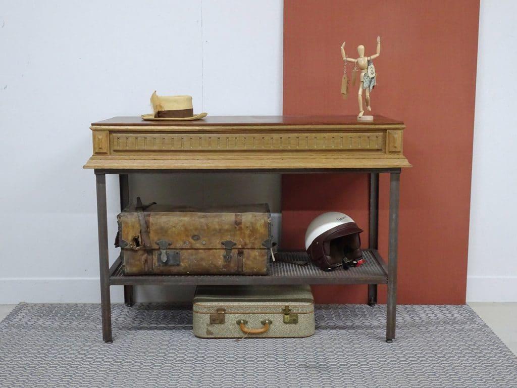 La console en bois et métaux vintage
