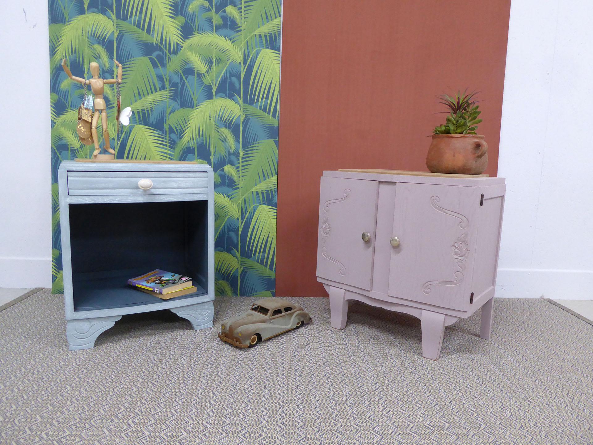 Les meubles mimis en bois peint rose et bleu